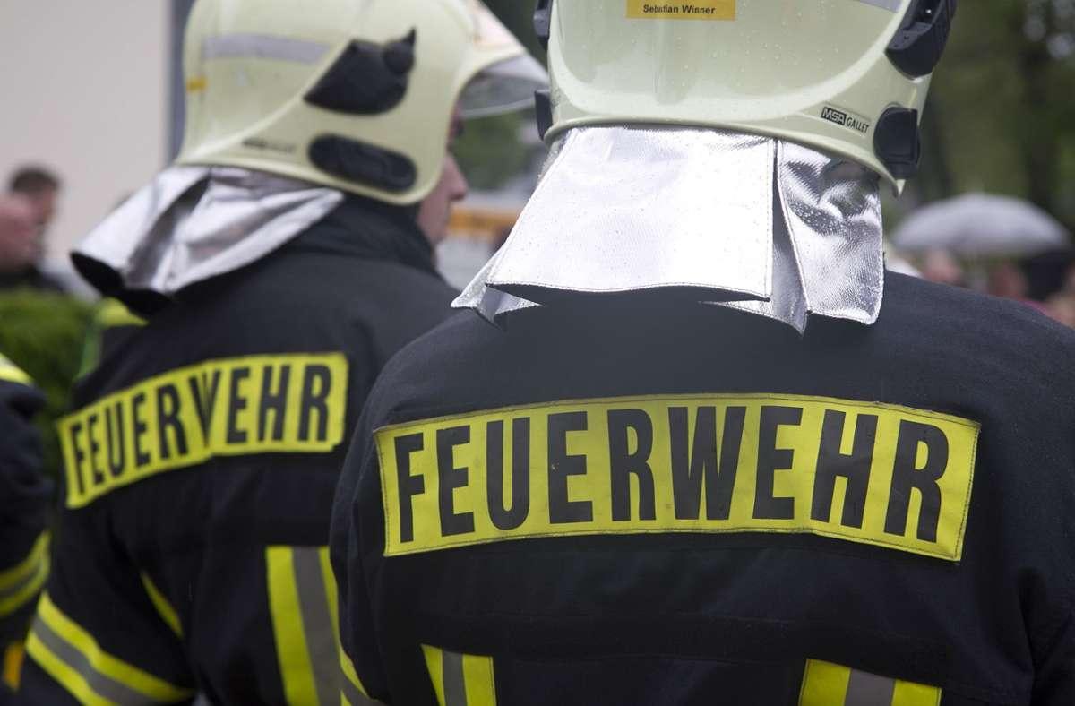 Das Feuer ging auch aus das Dach des Wochenendhauses über. Foto: Eibner-Pressefoto/Fleig