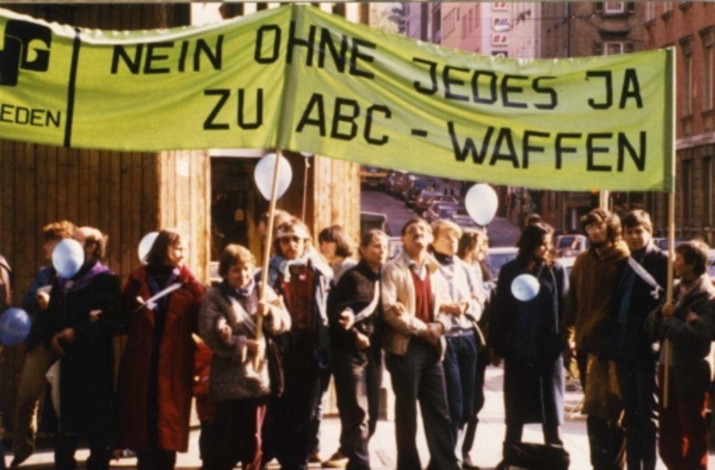 Eine 108 Kilometer  lange Menschenkette von Stuttgart über die Alb bis nach Ulm: der 22. Oktober 1983 war ein Tag der Superlative für den Frieden. Foto: VZZZ-Chronistin Marlies Nagler
