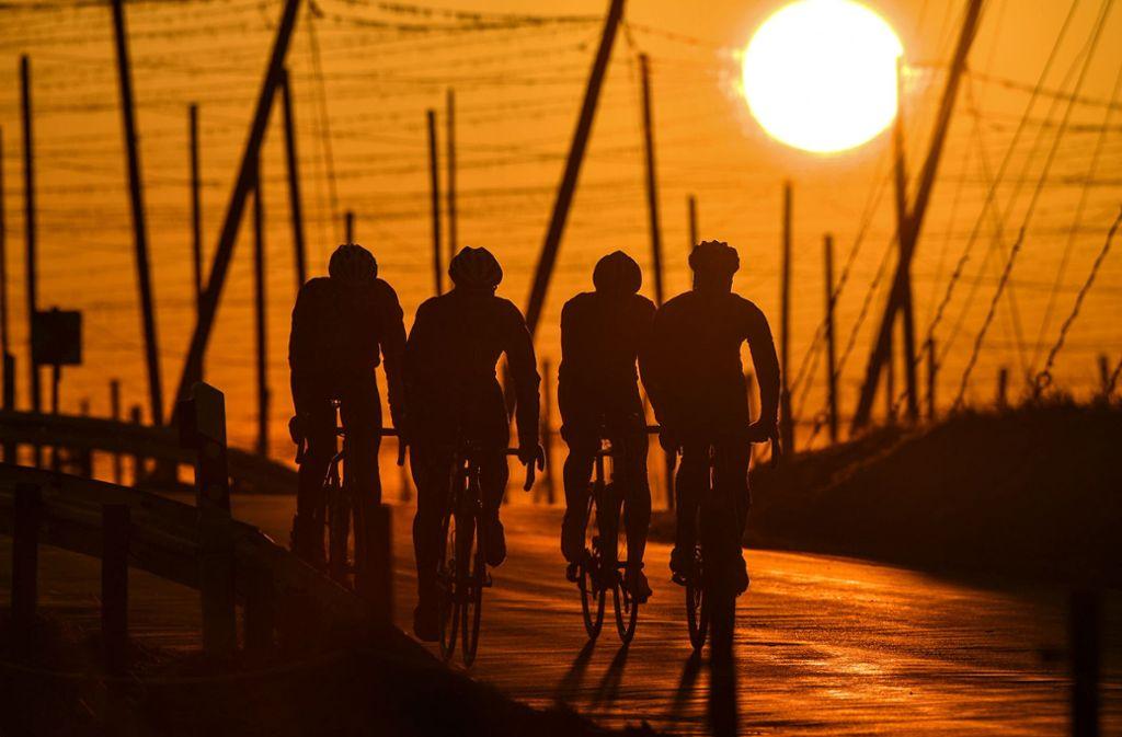 Im Alltag mehr Fahrrad zu fahren statt Auto – das kann die eigene Ökobilanz verbessern. Foto: Felix Kästle/dpa