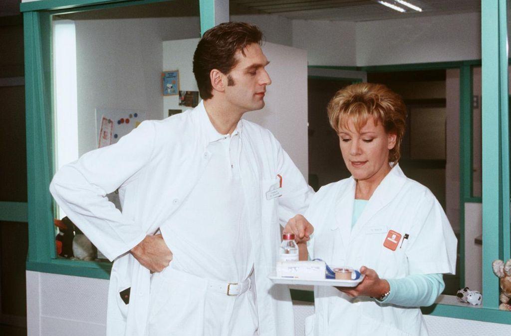 """So kennt man Walter Sittler und Mariele Millowitsch als Paar aus der RTL-Serie """"Nikola"""" Foto: obs"""