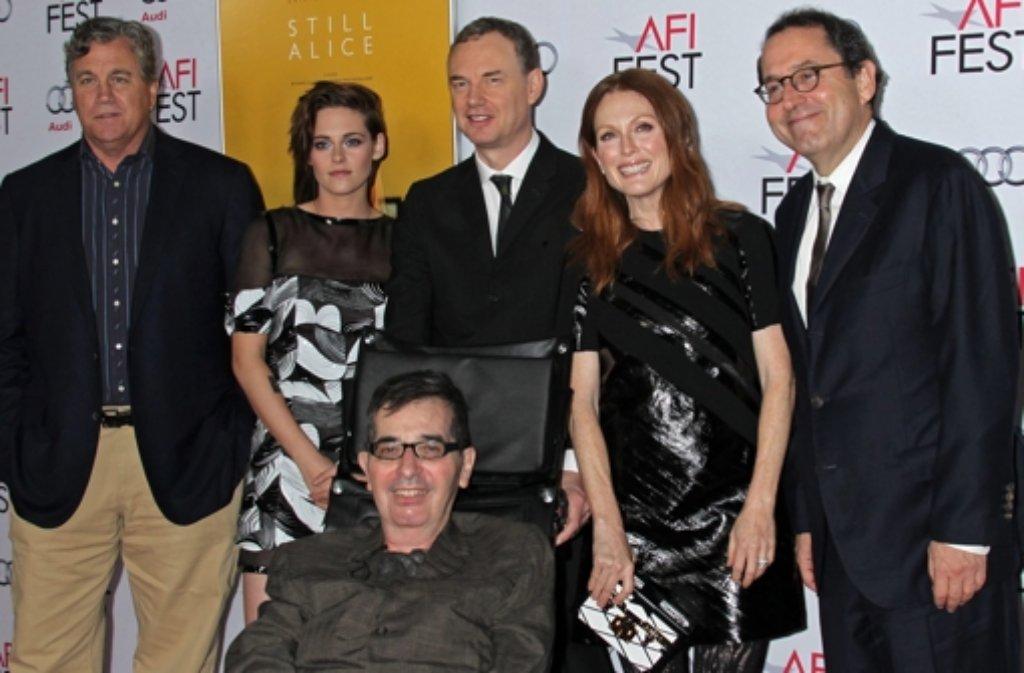Regisseur Richard Glatzer (vorne) mit dem Cast von Still Alice Foto: dpa
