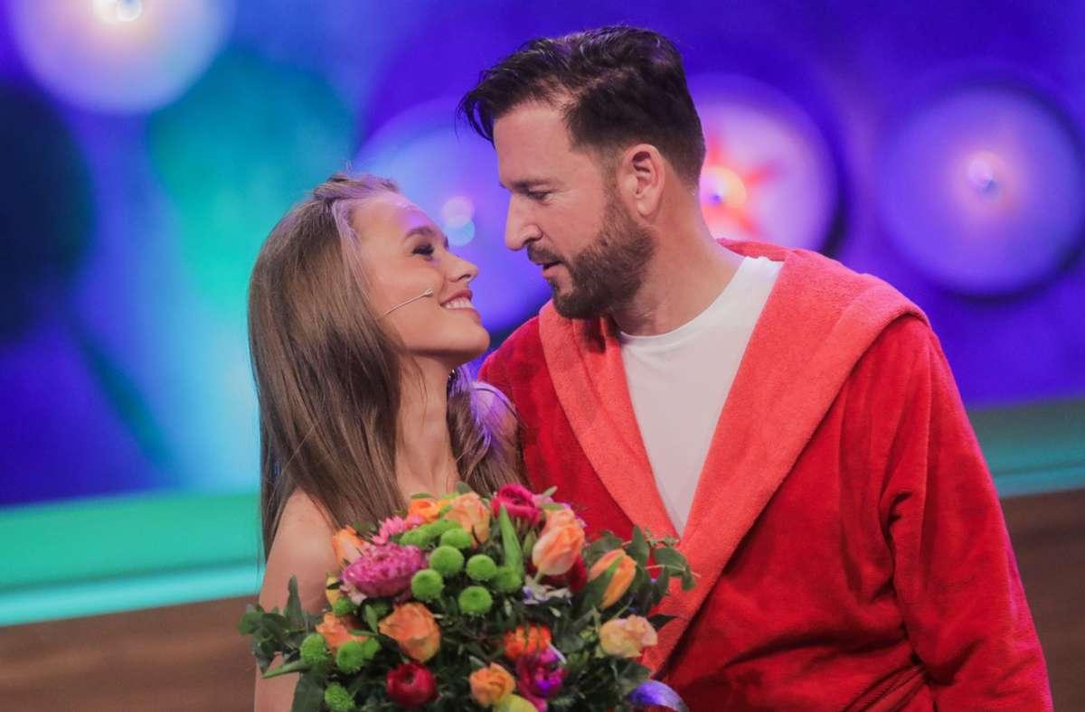 Michael Wendler, Sänger, und seine Freundin Laura Müller während einer TV-Show im März. Foto: Rolf Vennenbernd/dpa