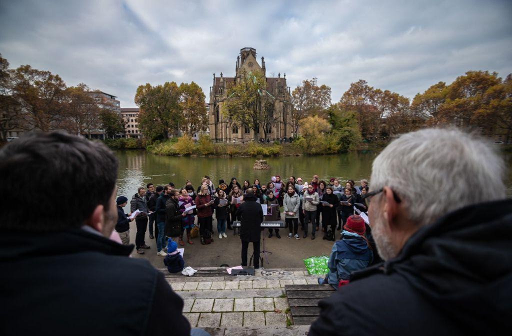 Am Feuersee wurde am Samstag zuerst gesungen ... Foto: Lichtgut/Julian Rettig