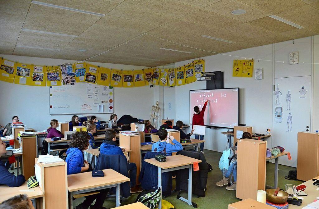 Die Schüler lernen unter anderem an modernen Multimedia-Smartboards. Foto: Porsche-Schule