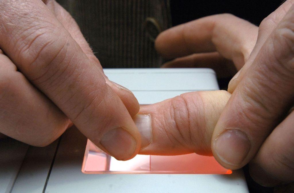 In Deutschland ist der Fingerabdruck bislang freiwillig. Foto: dpa