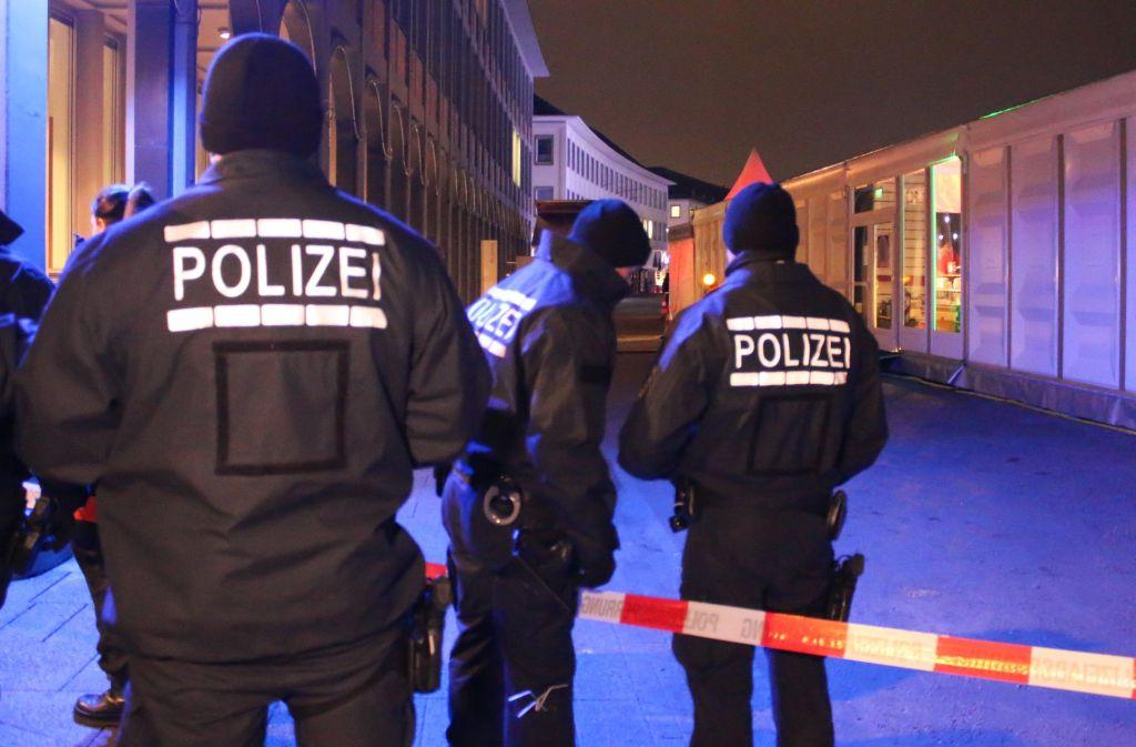 In Karlsruhe hat die Polizei eine Eisbahn gesperrt. Foto: dpa
