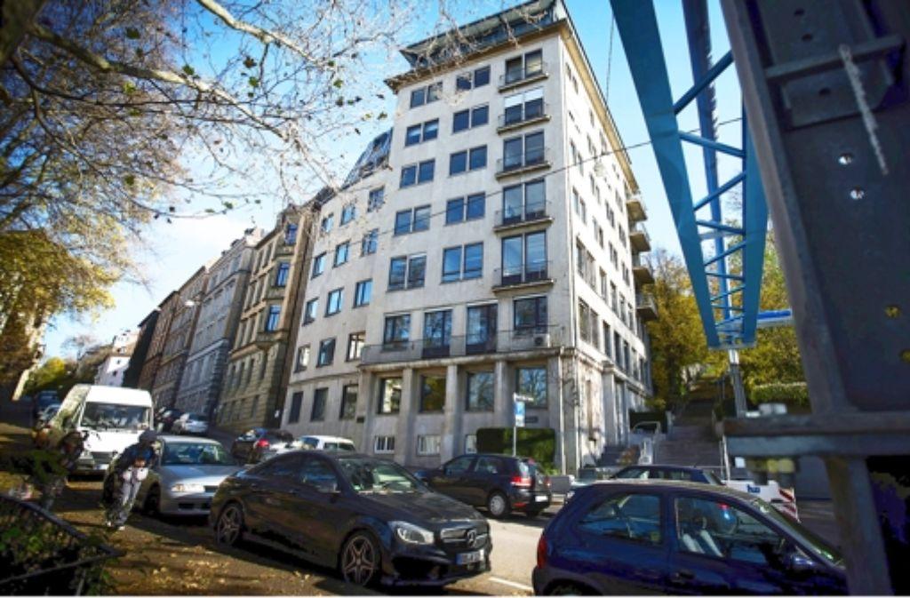 Das Gebäude an der Schützenstraße hat sieben Geschosse. Daran entzündet sich der Streit um die Höhe der Entschädigung. Foto: Achim Zweygarth