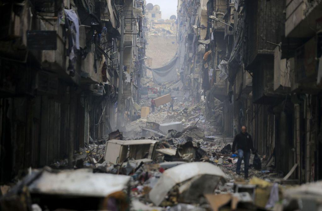 Wer im Syrienkrieg in Gefangenschaft geriet, hat in den Gefängnissen oftmals Schlimmes erlebt (Archivbild der zerstörten Stadt Aleppo). Foto: AP