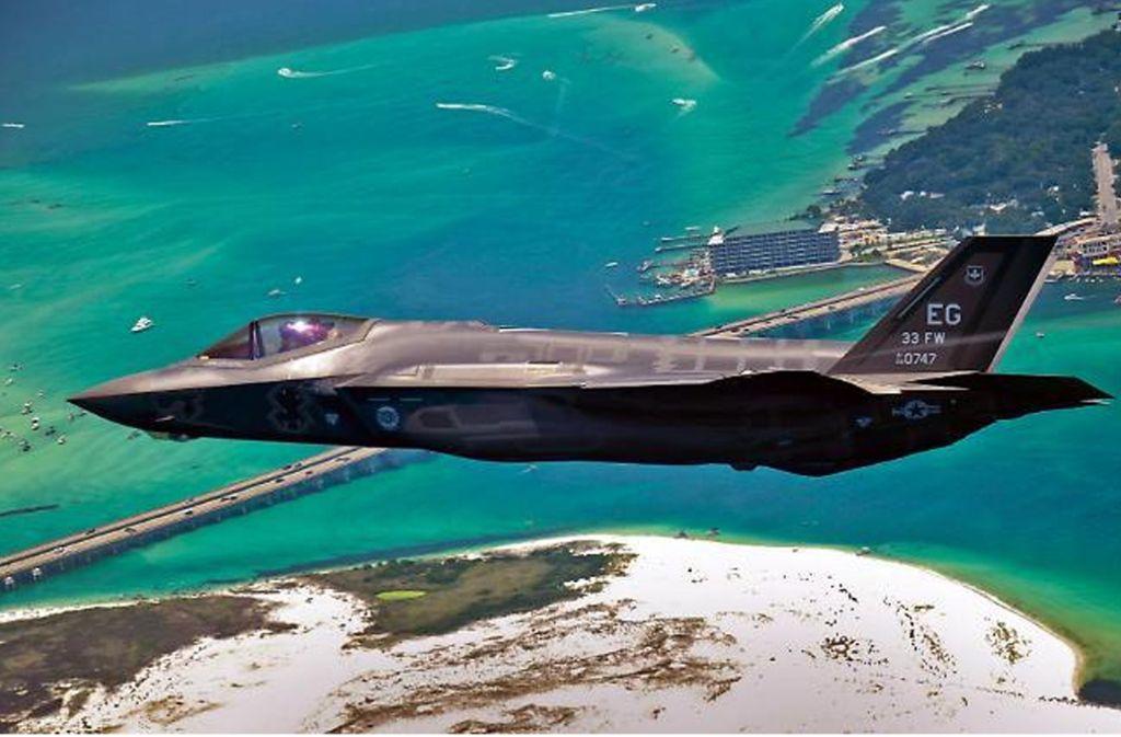 Ein Kampfjet vom Typ F35 bei einem Testflug über Florida (Archivbild). Foto: dpa