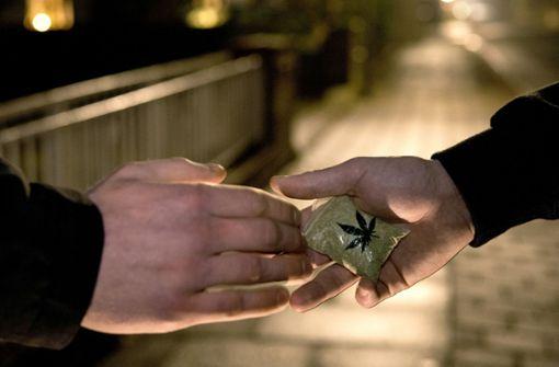 Mutmaßliche Drogendealer am Bihlplatz festgenommen