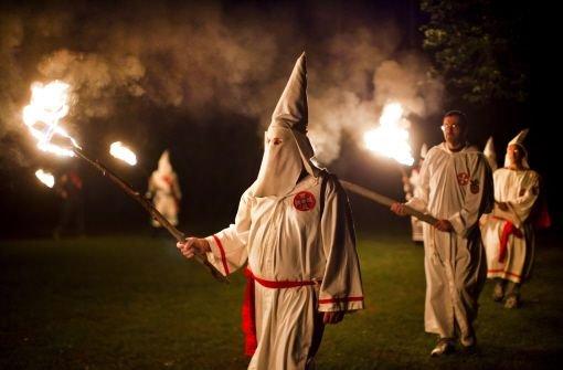 Polizisten: Rüge wegen Ku-Klux-Klan