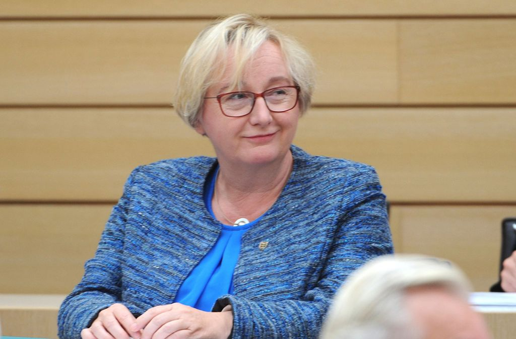 Theresia Bauer (Grüne) während der Debatte über den Entlassungsantrag Foto: dpa