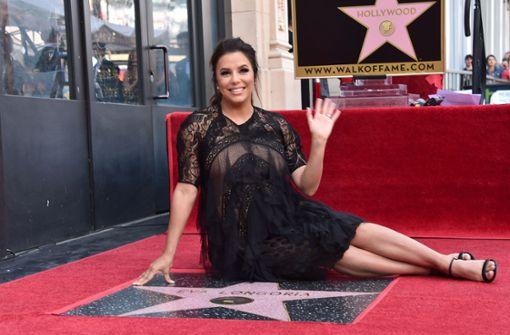 Eva Longoria hochschwanger auf dem Walk of Fame
