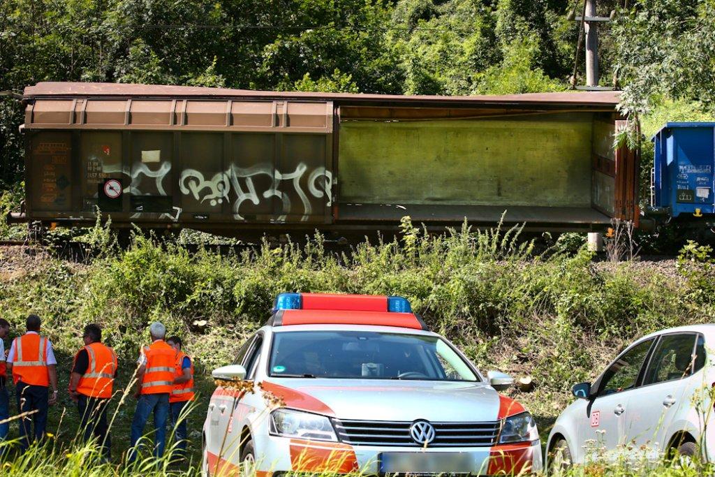 Drei Tage länger als erwartet benötigt die Deutsche Bahn, um nach dem Güterwaggon-Unfall die Oberleitung zwischen Kirchberg und Burgstetten zu reparieren. Foto: Benjamin Beytekin