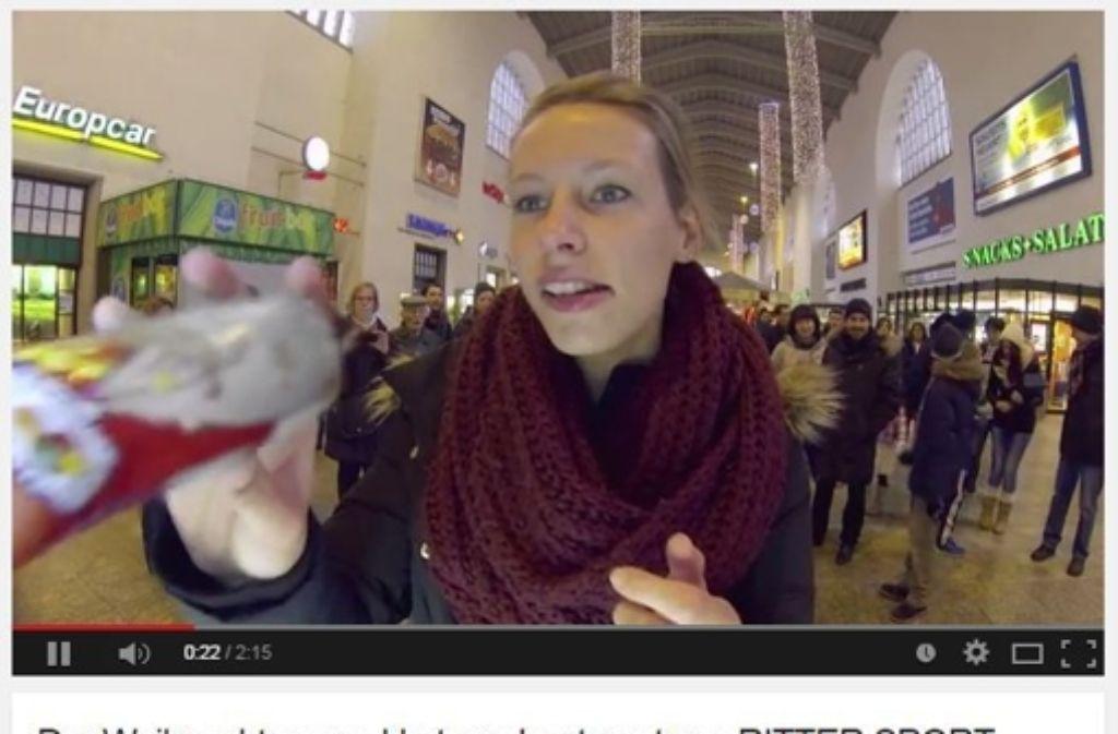 Gelungene PR-Aktion: Ritter Sports Tauschautomat am Stuttgarter Hauptbahnhof. Foto: Screenshot YouTube