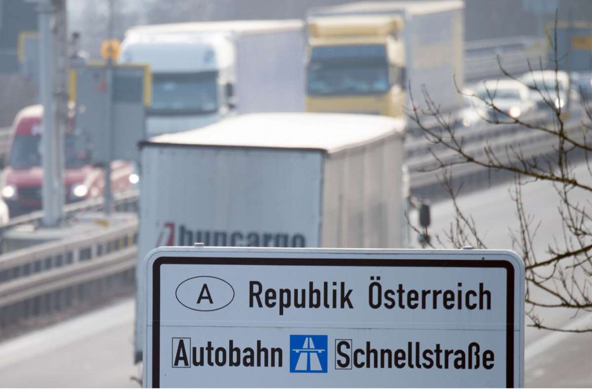 Österreich verstärkt die Grenzkontrollen. Foto: dpa/Armin Weigel