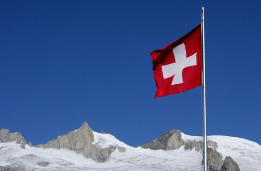 Offene Eidgenossen: Die   Schweizer Geldhäuser wollen beim  geplanten Informationsaustausch der  Bankdaten von Anfang an dabei  sein Foto: dpa