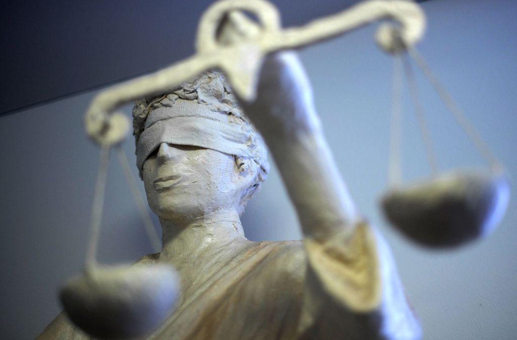 Das Gericht in Birmingham verurteilt das Paar, das ihren Sohn nach Adolf Hitler benannt haben (Symbolbild). Foto: dpa