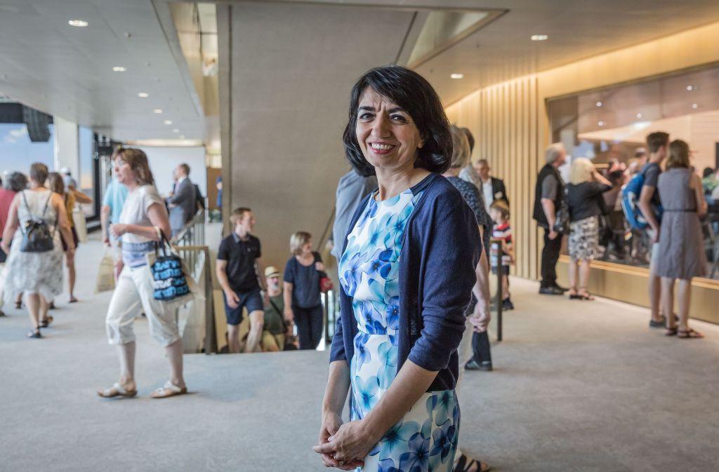 Den Bürgern die Politik näher bringen - das ist Parlamentspräsidentin Muhterem Aras (Grüne) zufolge der Sinn des neuen Bürger- und Medienzentrums. Foto: Lichtgut/Julian Rettig