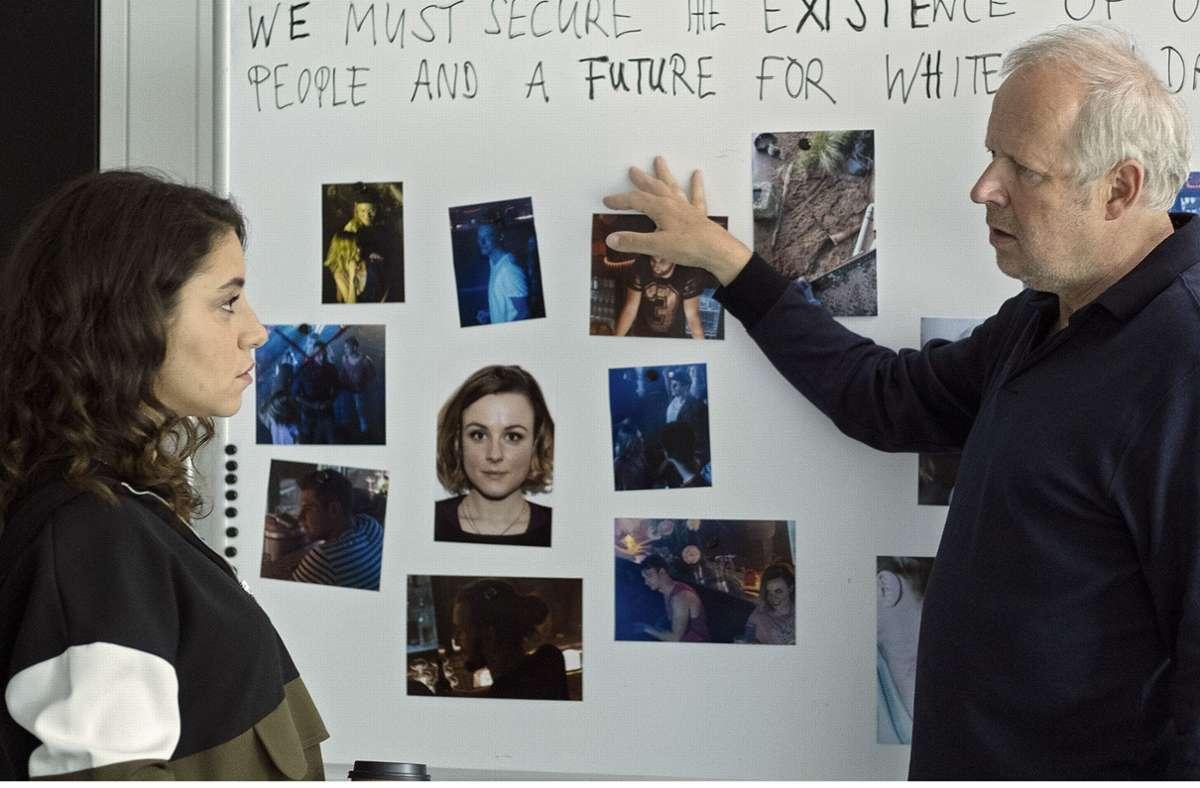 Borowski (Axel Milberg) berät sich mit Sahin (Almila Bagriacik). Foto: NDR/Christine Schroeder