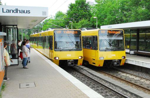 Lkw-Kran kappt Oberleitung auf der Linie U3