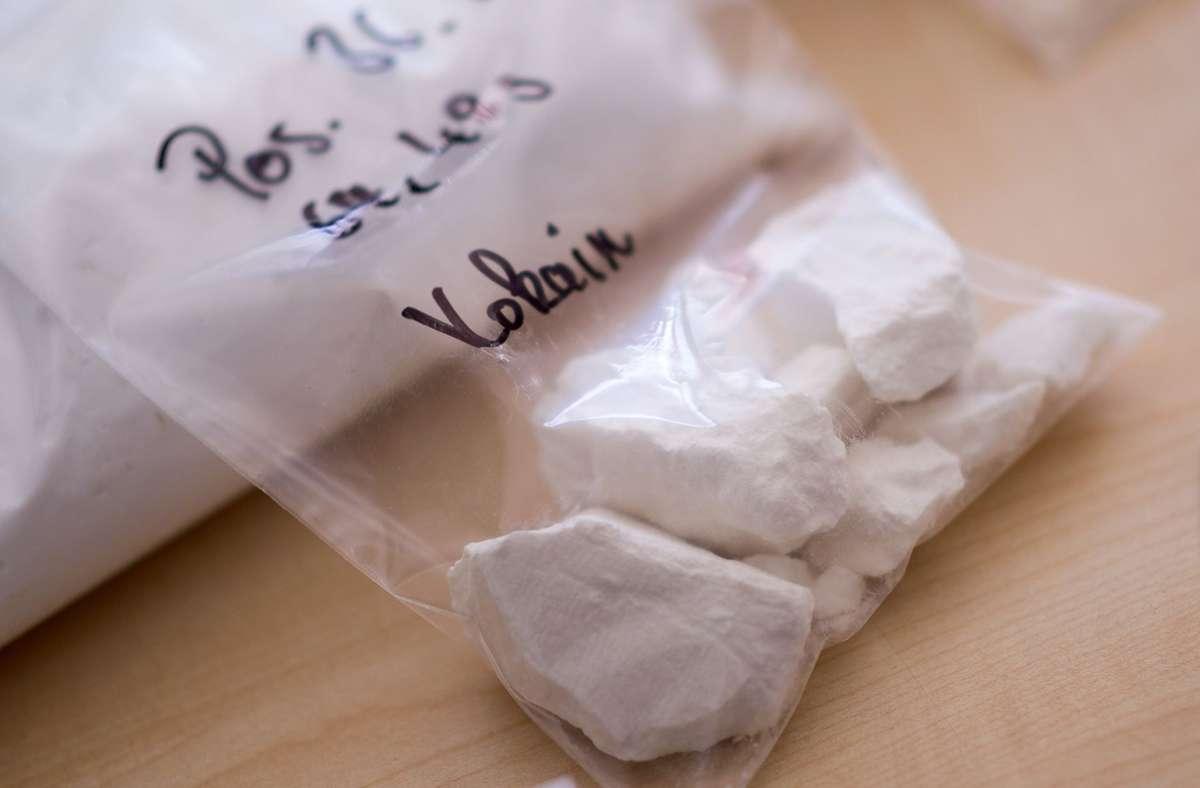 Bei dem 38-Jährigen wurden 40 Gramm Kokain und mehrere Tausend Euro mutmaßliches Dealergeld gefunden (Symbolbild). Foto: dpa/ Marius Becker