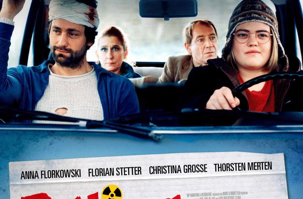 Eine gestellte Szene aus dem Film: Anna Hornstein rechts am Steuer, links Florian Stetter, auf der Rückbank Barbara Philipp und Thorsten Merten Foto: NFP