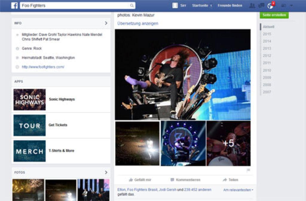 Das ist doch kein Beinbruch: Dave Grohl spielte mit einem lila Gips in Washington. Foto: Facebook Foo Fighters
