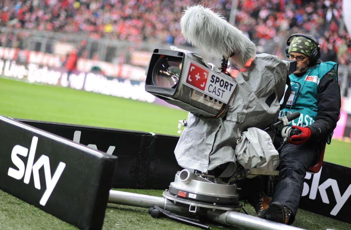 Kunden des Pay-TV-Senders Sky hatten jüngst Probleme bei der Übertragung eines Spiels. (Archivbild) Foto: picture alliance / dpa/Andreas Gebert