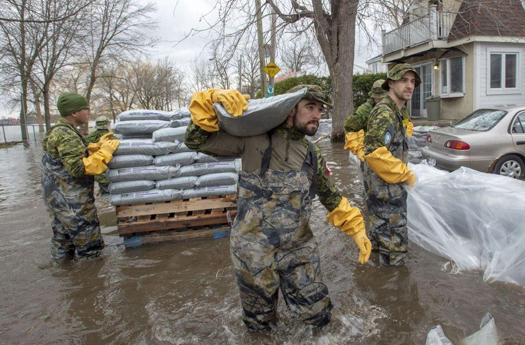 Überschwemmungen in der kanadischen Provinz Ottawa: Soldaten helfen beim Errichten von Dämmen und  der Evakuierung. Foto: The Canadian Press/AP