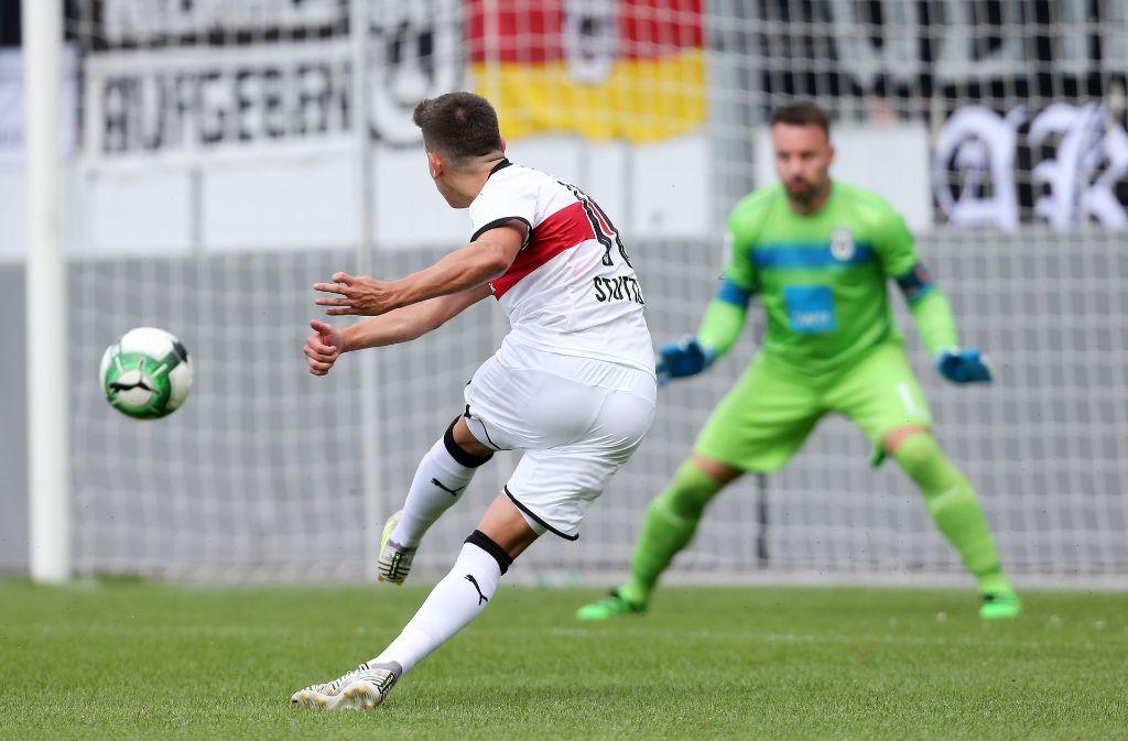 Die Schusstechnik Nicolas Sessas könnte von Messi stammen. Foto: Pressefoto Baumann