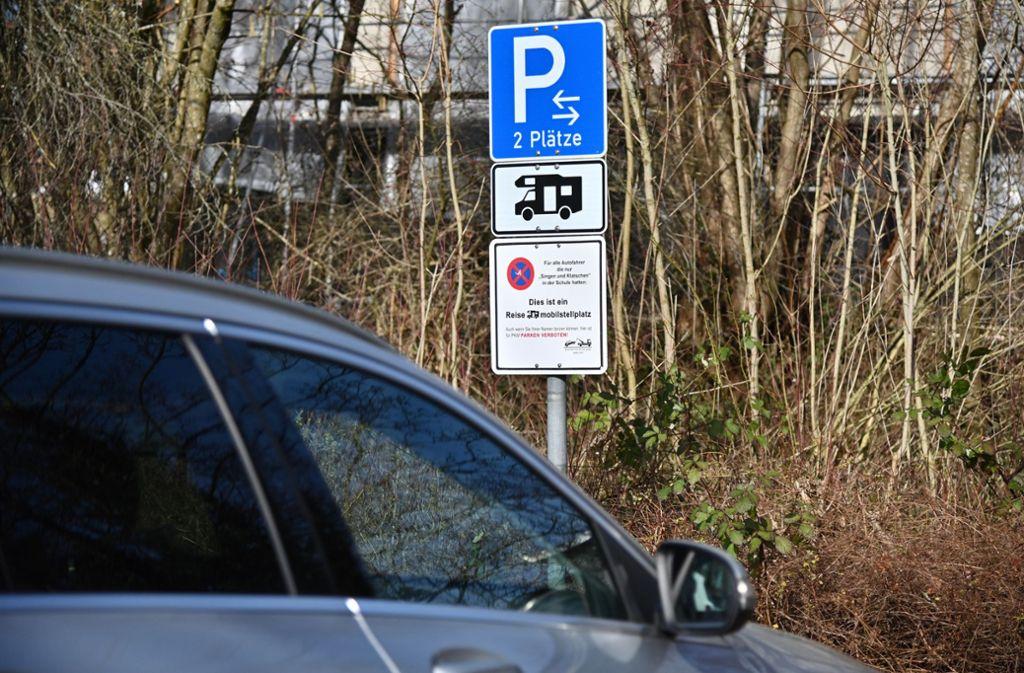 Dieses Schild soll mit Augenzwinkern auf das Parkverbot aufmerksam machen. Foto: dpa/Jan-Philipp Strobel