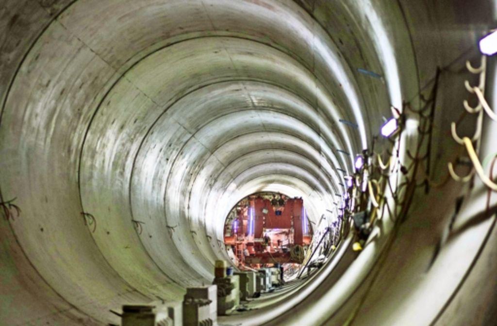 Stück für Stück werden die Innenschalen des Tunnels betoniert. Foto: Lichtgut/Leif Piechowski
