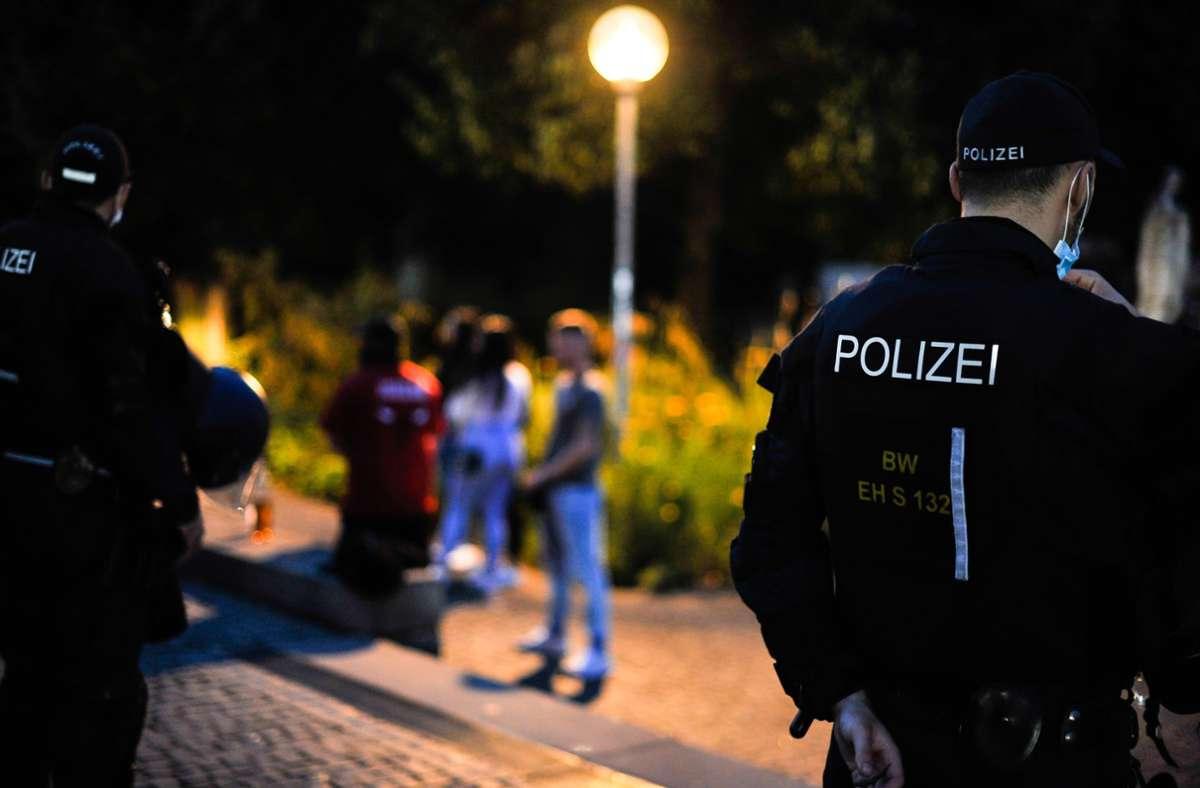 Die Polizei ist am Freitag und Samstag mit vielen Einsatzkräften im Schlossgarten präsent. Foto: Lg/M/ax Kovalenko