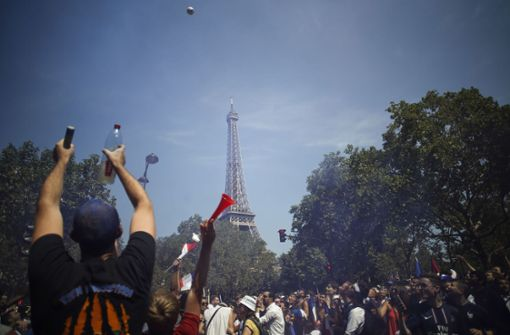 Ansturm auf Public-Viewing am Eiffelturm – Polizei sperrt Zugänge