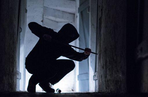 Einbrecher durchwühlen Haus