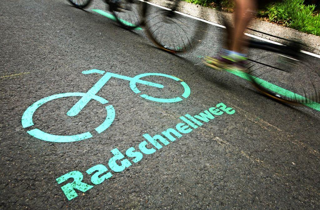 Der erste Radschnellweg Baden-Württembergs führt durch den Kreis Böblingen. Im Mai ist er  eröffnet worden. Foto: dpa
