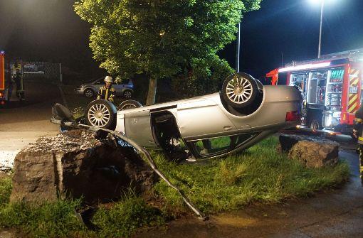 25-Jähriger überschlägt sich mit Auto