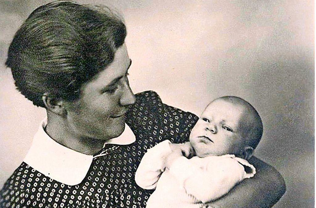 Gertrud Lutz mit  Tochter Wilfriede.Foto: z Foto: