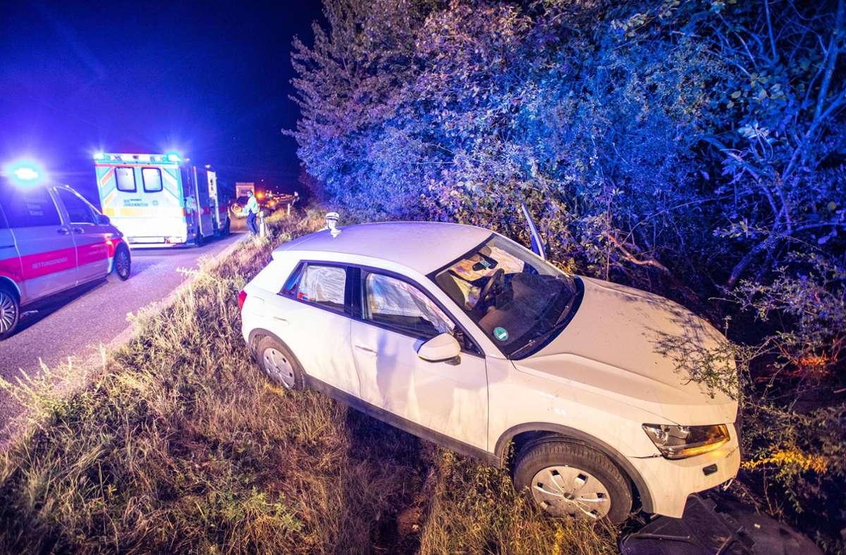 Der Wagen des 46-jährigen Unfallverursachers kommt von der Straße ab. Foto: /7aktuell.de | Simon Adomat