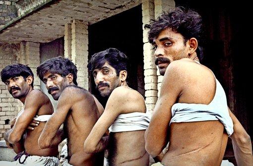 Diese vier Pakistaner musste eine ihrer Nieren aus wirtschaftlichen Gründen verkaufen. Foto:dpa