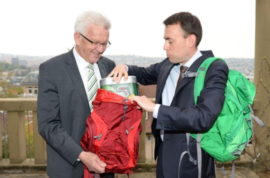 Erik Raidt nimmt ein Foto des Landesfinanzministers Nils Schmid und des Ministerpräsidenten Winfried Kretschmann zum Anlass für einen offenen Brief. Foto: