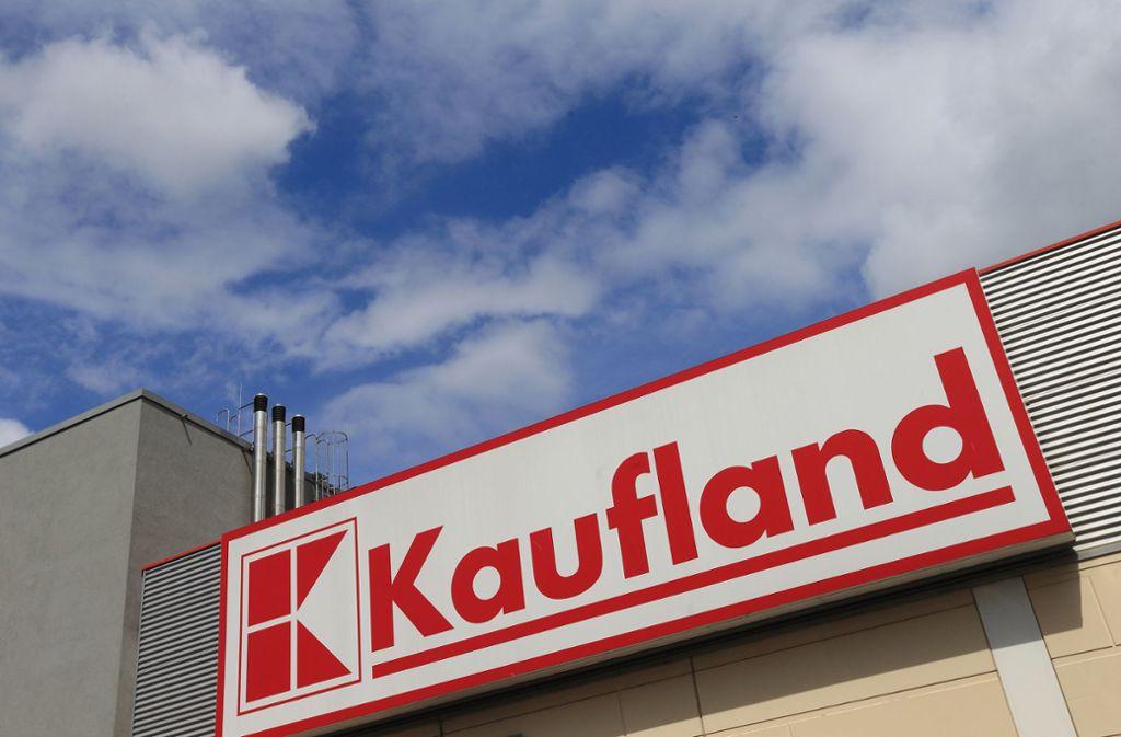 Die Mitarbeiter von Kaufland erhalten einen Bonus für ihre Arbeit in der Coronakrise. Foto: dpa/Jens Wolf