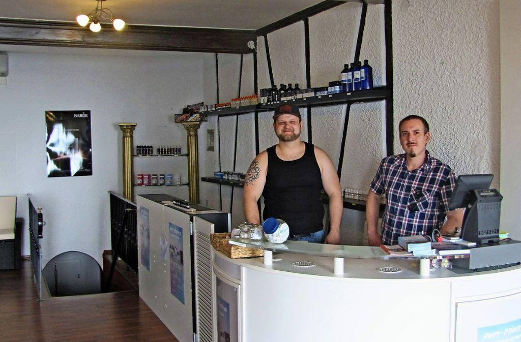 Florian Raiber (links) und Alexander Fleisser wollen etwas probieren. Foto: Gabriel Bock