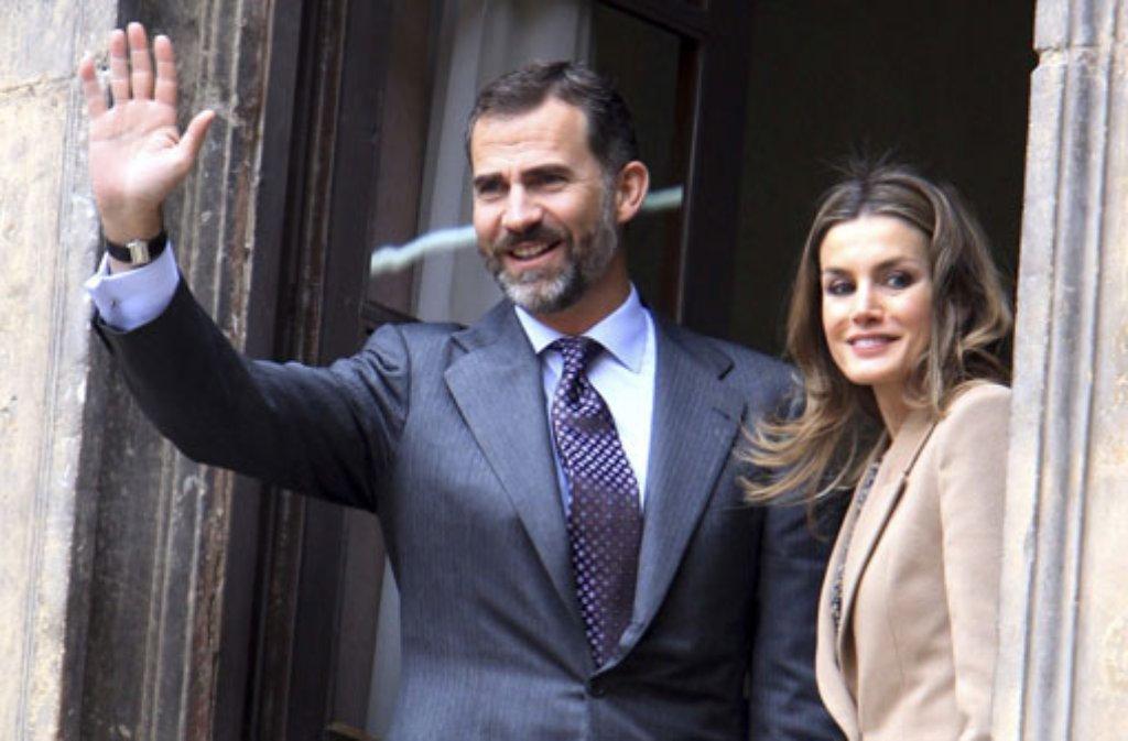Seine Frau Letizia muss, wie die meisten Menschen, zu Felipe aufsehen. Der Thronfolger von Spanien ist der größte Prinz der Welt. Wird Felipe bald auch ein großer König sein? Foto: dpa