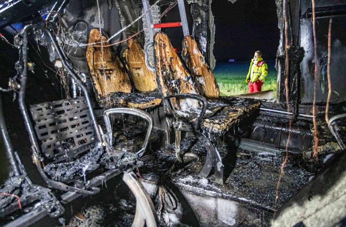 Während der Fahrt fing der Linienbus plötzlich Feuer. Foto: 7aktuell.de/Simon Adomat
