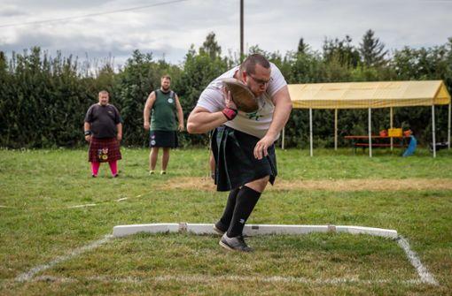 Schwertkämpfer treffen auf starke Athleten