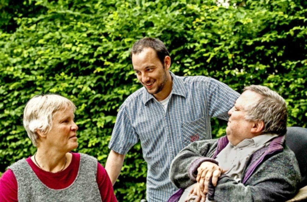 Im Gespräch (von links nach rechts): Britta Schade mit den Lotsen Sebastian Fuchs und Friedrich Müller. Foto: Lichtgut/Max Kovalenko