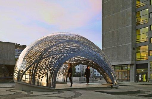 Architektur anno 2015 und 1960: der Forschungspavillon und das KII-Hochhaus Foto: R. Halbe