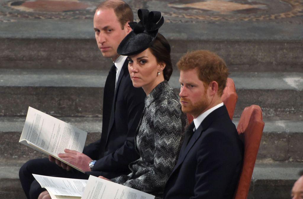 Gemeinsam mit Verletzten des Angriffs und Angehörigen der Getöteten nahmen Herzogin Kate, Prinz William und Prinz Harry am Mittwoch an einem multireligiösen Gottesdienst in der Westminster Abbey teil. Foto: AFP